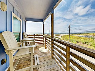 Brand-New 3BR w/ Private Deck & Bay Views, Shared Pool & Boat Dock