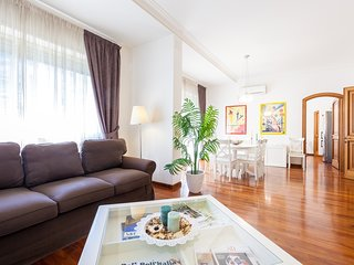 3 ROOMS - 2 BATHS - HUGE LIVING - VATICAN - CHARMING APARTMENT