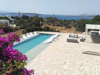 Stylish seaside private villa with pool, 1min from Mikri Santa sandy beach!