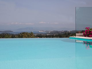 Villa Verde, Over the hill with spectacular sea views and private pool
