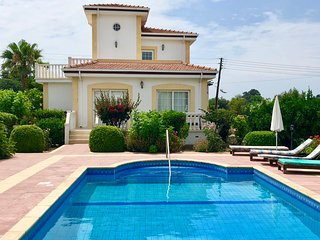 Villa Greenhill- Near a Sandy Beach, Shops & Restaurants.