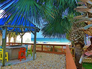 Pet Friendly Ground Level Steps to the Sand! Pool Hot Tub WIFI