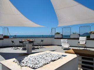 Formia Apartment Sleeps 4 with Air Con and WiFi - 5792791