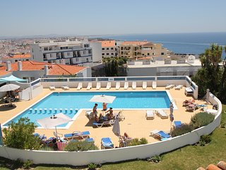 spacious 3 bedroom apart / free Wi-Fi / sea views