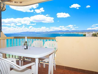 SOROLLA 012: small and cozy apartment and in the center of Salou with seaview!