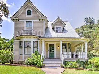 Historic Hot Springs Home- 15 Min Walk to Oaklawn!