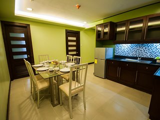 3BR Executive Suite near Ayala, free weekly housekeeping, cable, wifi & parking