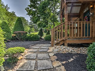 Pigeon Forge Cabin w/ Hot Tub - 3 miles to Pkwy!