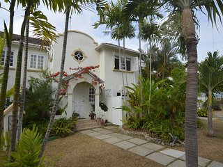Beautiful 3 bedroom, 2.5 bathroom townhouse set amongst lush, tropical gardens.