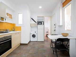2 Bedroom Apartment 5m walk from Sagrada Familia