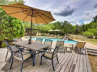 Dog-friendly property w/shared pool, hot tubs & outdoor kitchen!