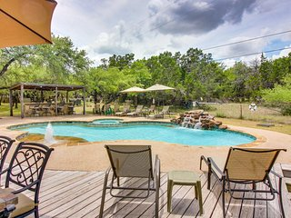 Three dog-friendly cabins together w/shared pool, hot tubs & outdoor kitchen!