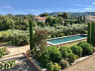 Mas provençal proche du centre d'Eygalières