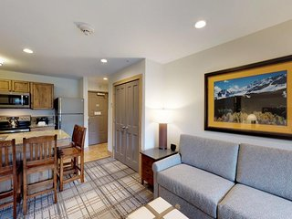 NEW LISTING! Convenient studio condo w/shared pool, hot tub-walk to lift, dining