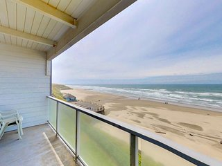 NEW LISTING! Oceanfront Nye Beach condo w/views of ocean & lighthouse