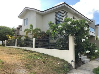 Nuvali Retreat - Stylish house and garden