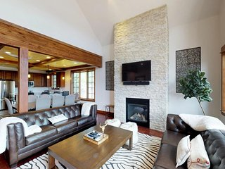 NEW LISTING! Comfy townhome w/private hot tub & great location - near slopes
