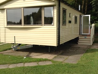 8 BERTH WILLERBY CARAVAN - THORPE PARK CLEETHORPES