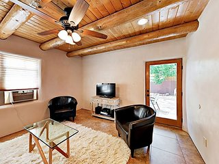 Remodeled 2BR Casita - Backyard Oasis w/ Hot Tub, 10 Minute Walk to Plaza