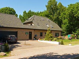 Haus am Wald in Zingst - Apartment Fewo 2 - Frontansicht mit Haupt- und Nebengebäude