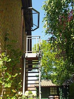 Haus am Wald - Apartment Fewo 2 - m überdachtes Eingangspodest zum Apartment