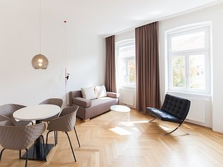 #17 Cube 70 - Dein stilvolles Altbauapartment in Wien (Large, Maximum 4 Pax)