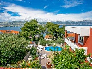 2 bedroom Apartment in Arbanija, Croatia - 5546357