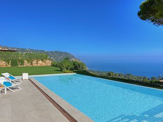 Begur Villa Sleeps 10 with Pool and Air Con - 5635876