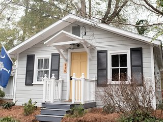 Schoolhouse Cottage in Historic Summerville
