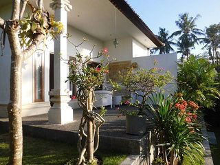 Weekly house 2bdr 6sleeps+big beautiful tropical garden.