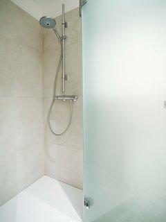 Bagno con Doccia e bidet integrato nel WC