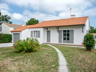 2 bedroom Villa in Pornic, Pays de la Loire, France : ref 5046674