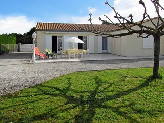 3 bedroom Villa in Saint-Pierre-d'Oléron, Nouvelle-Aquitaine, France : ref 54364
