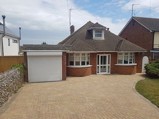 3 Bedroom Detatched Bungalow 1 Road from the Sea