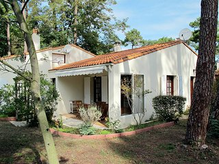 2 bedroom Villa in Ronce-les-Bains, Nouvelle-Aquitaine, France : ref 5436515