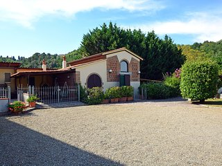 2 bedroom Villa in Montefoscoli, Tuscany, Italy : ref 5534255