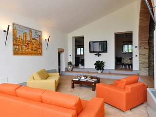 7 bedroom Villa with Pool and WiFi - 5636049