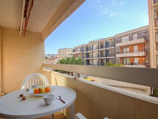 2 bedroom Apartment in Cavalaire-sur-Mer, Provence-Alpes-Cote d'Azur, France : r