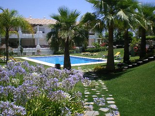 LAS PALMERAS -  LUXURY APARTMENT IN SELWO HILLS NEAR ESTEPONA
