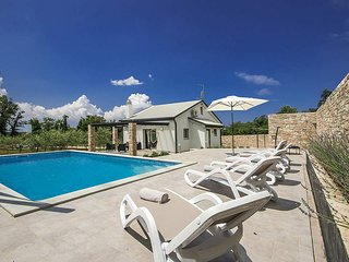 3 bedroom Villa in Pula, Istria, Croatia : ref 5636010