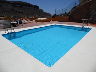 Puerto Mogan - Spacious, 3  Bedroom apartment. Air Conditioning. Heated Pool