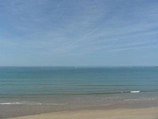 Vue imprenable sur l'ocean pour ce studio Alcove, Au pied de la Grande Plage de