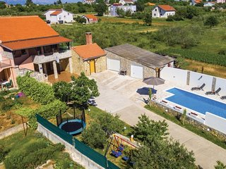 Holiday home  Poly 4+2 persons Policnik Zadar