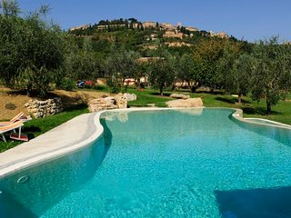 Montepulciano Villa Sleeps 15 with Pool Air Con and WiFi - 5218326