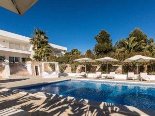 Increible villa de 6 habitaciones con piscina