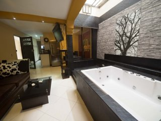 One Bedroom Hot Tub AC, Excellent wifi