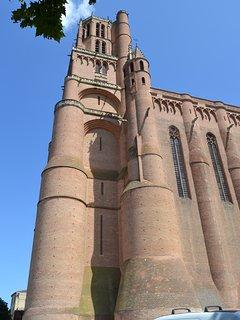 la Cathédrale Sainte Cécile a 1h30 du gîte.