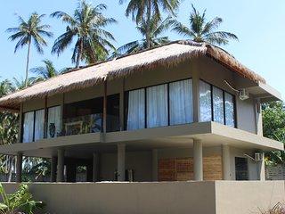 Brand New 3 bedroom Villa on the beach