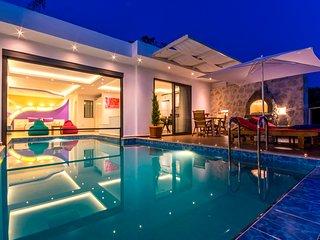Honeymoon Villa with Secluded Heated Indoor Pool, Turkish Bath, Sauna & Views
