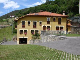 Casa rural independiente y con terreno en los Picos de Europa. Escobal Cabrales